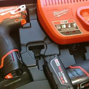 Шуруповерт + Импакт Milwaukee M12 Fuel