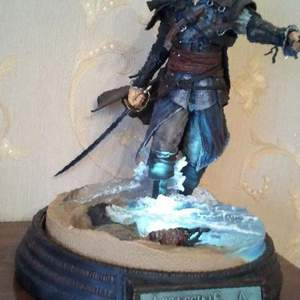 Assassins Creed статуя Edward Kenway McFarlane
